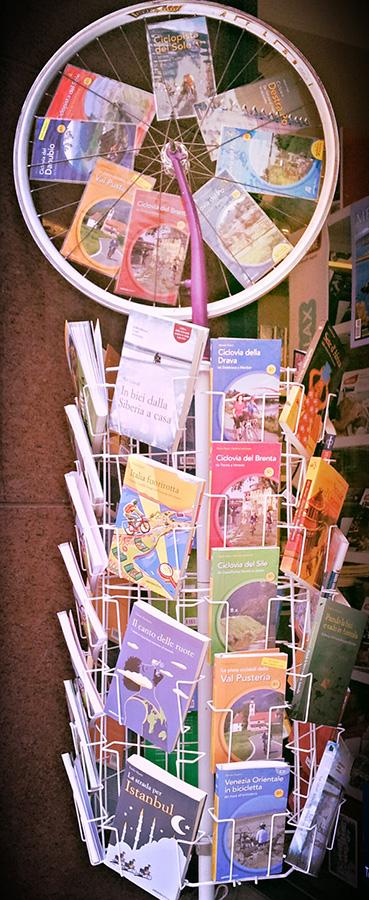 Foto Michele Furlani Espositore Pubblicazioni Cicloturistiche
